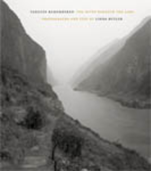 Cover of Yangtze Remembered by Linda Butler Foreword by Simon Winchester
